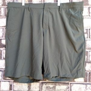 Nike Golf men's size 42 olive green shorts